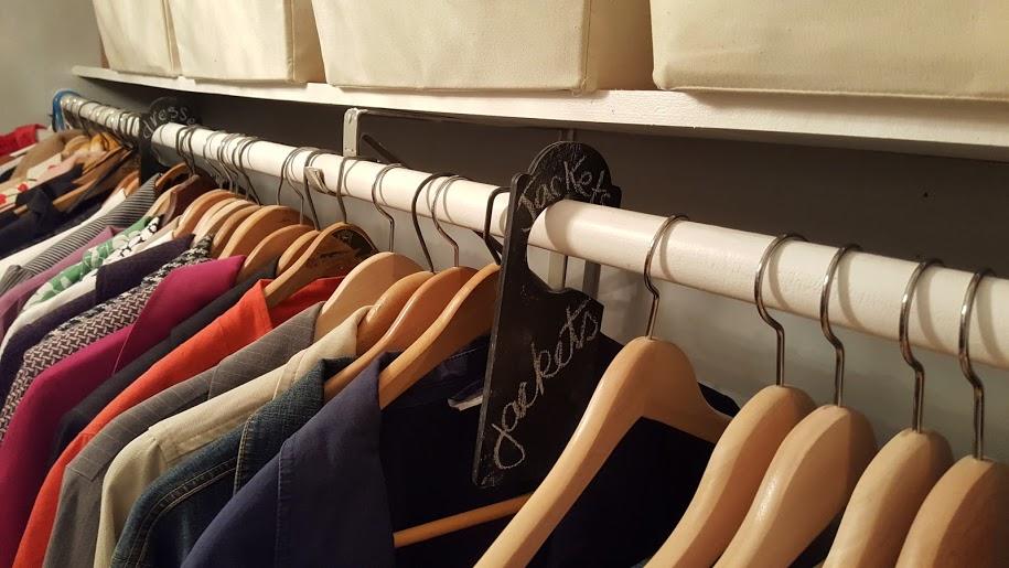 closet-makeover-chalkboard-clothing-divider
