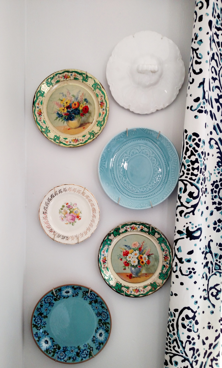 waste-not-wednesday-week-23-how-to-decorate-a-wall-with-vintage-plates-from-lets-create-events