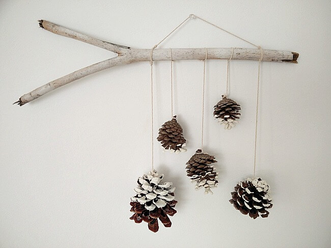 waste-not-wednesday-week-24-pine-cone-wall-hanging
