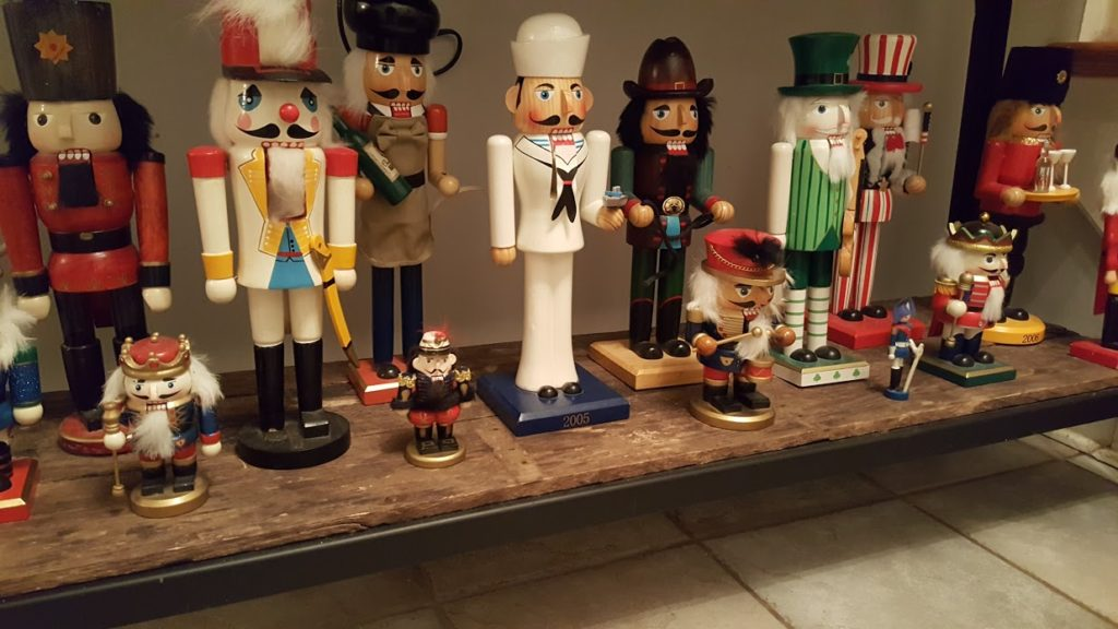 my-thrifty-house-christmas-house-tour-nutcrackers