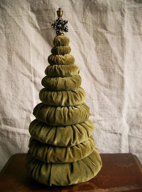 waste-not-wednesday-week-28-createarie-yo-yo-christmas-tree