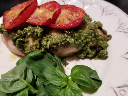 Whole30 pesto sauce with baked chicken and tomatoes