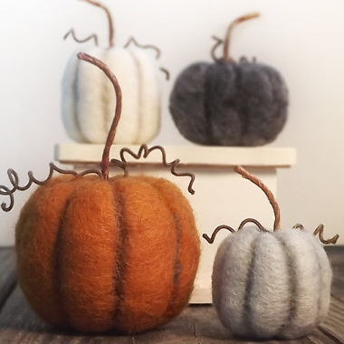 Inexpensive fall home decor - Etsy - felted pumpkins