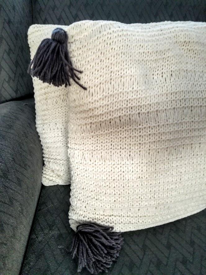 DIY tassel pillows with knit pillow